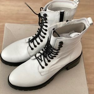 URBAN OUTFITTERS- ZOE LEATHER HIKER